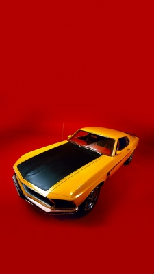 Yellow Ford MustangのiPhone用壁紙